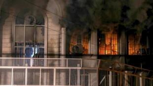 伊朗示威者抗议沙特处死什叶派宗教领袖 袭击沙特大使馆