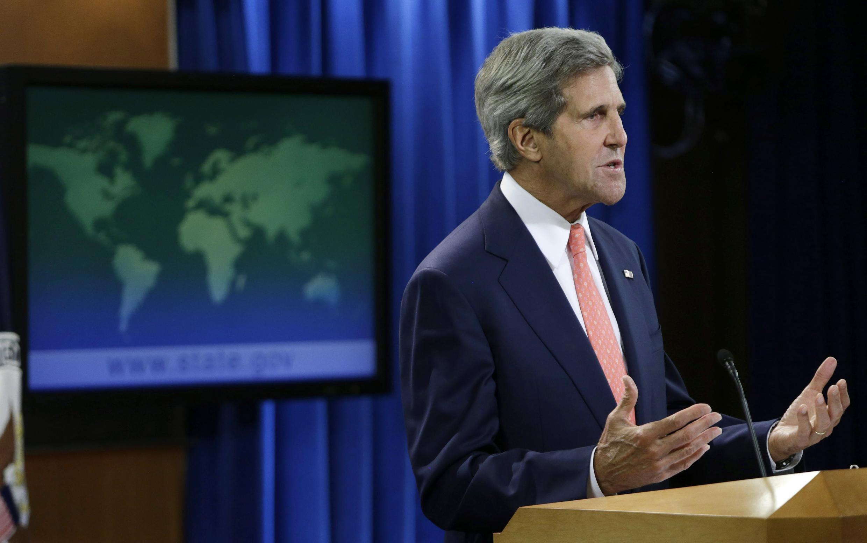 """Em coletiva de imprensa, secretário de Estado norte-americano John Kerry diz que ataque com armas químicas em Damasco é """"inegável"""""""
