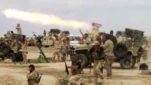 Des combattants chiites combattent aux côtés de l'armée irakienne pour reprendre la ville de Tikrit, dans la province de Salaheddine