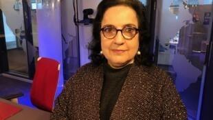 A escritora e tradutora Rosa Freire d'Aguiar nos estúdios da RFI em Paris.