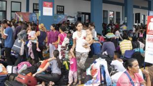 El CEBAF de Tumbes, Perú, en su momento más crítico. Días antes de la imposición de la visa humanitaria se registró el ingreso diario de más de 5 mil personas.