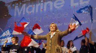 Selon le Premier ministre François Fillon, le Front national est le principal adversaire de la majorité présidentielle. (Photo : la présidente du FN, Marine Le Pen)