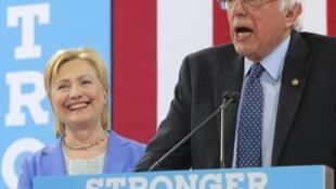 """O democrata Bernie Sanders declarou ontem em Filadélfia o seu """"orgulho em estar ao lado de Hillary Clinton"""""""
