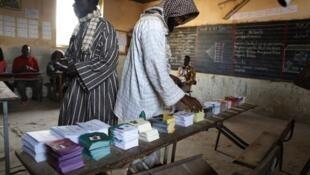 Wananchi wa Senegal wakipiga kura kwenye duru la kwanza, ambapo sasa tarehe 25 watapiga kura kwenye duru la pili