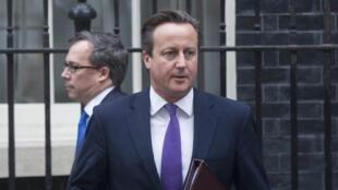 David Cameron quittant Downing Street ce 26 septembre, espère un vote favorable au Parlement cet après-midi.