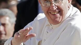 O Vaticano anunciou nesta quinta-feira, 21 de março de 2013, que o papa Francisco vai celebrar a missa de lava-pés da Quinta-Feira Santa em uma prisão para menores.