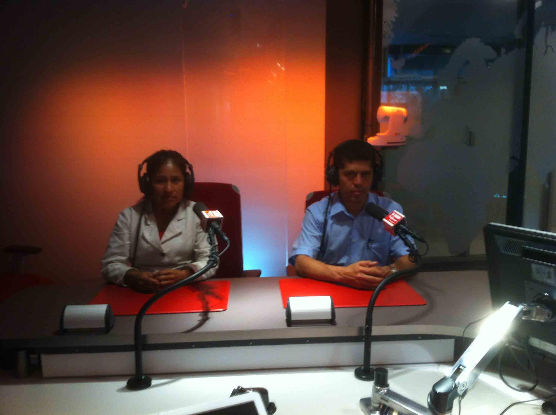 Pablo Fajardo (derecha), abogado de las víctimas de los derrames de petróleo de Chevron, y Gladys Huanca, víctima de la zona del Amazonas, Ecuador, en nuestros estudios.