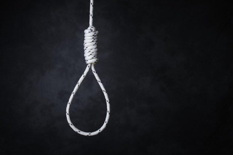 1511496-hanging-1505894647