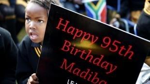 Celebraciones en Africa del Sur de los 95 años de Mandela, el 18 de julio de 2013.
