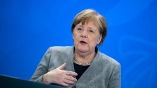 Kansela wa Ujerumani Angela Merkel, wakati wa mkutano na waandishi wa habari uliofanyika Aprili 15, 2020 alipokuwa akitangaza hatua za serikali katika kupambana na janga la Corona.