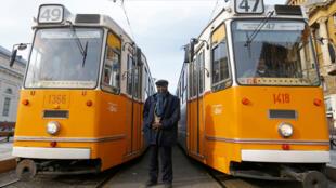 Cake-Baly Marcelo, l'acteur principal du film hongrois « Le citoyen », conducteur de tram dans la vie quotidienne.