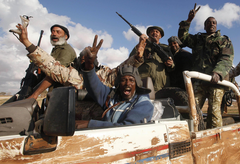 Des rebelles libyens à Benghazi, le 21 mars 2011.