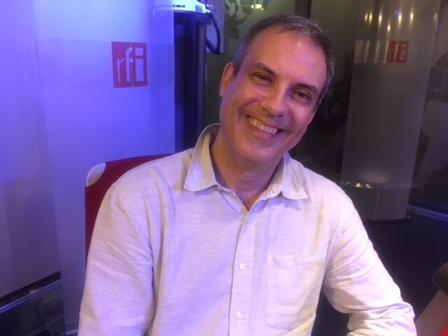 O urbanista e professor da USP, João Whitaker, nos estúdios da RFI em Paris.