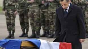 Николя Саркози отдает последние почести солдатам 17 парашютно-десантного полка, убитым в Монтобане и Тулузе. Монтобан 21/03/2012