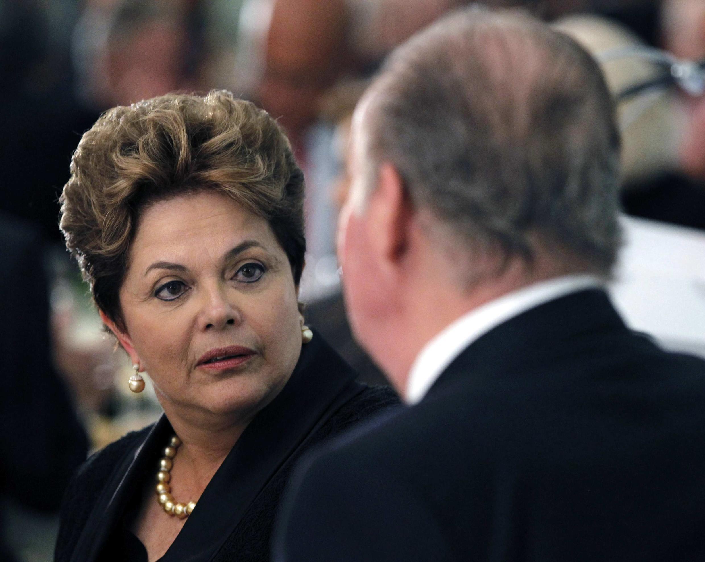 A presidente Dilma Roussef e o rei Juan Carlos da Espanha, em Cadiz, em novembro. O Brasil terá crescimento de 4% em 2013, segundo OCDE.