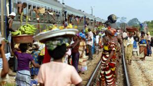 La ligne ferroviaire qui relie les deux villes Abidjan Ouagadougou.