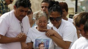 Les funérailles d'un nouveau-né abattu lors d'un réglement de comptes, à Ciudad Juarez le 24 août 2010.
