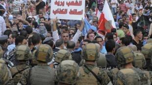 L'armée et la police anti-émeute ont été déployées pour bloquer l'entrée principale du palais du gouvernement aux manifestants, le 21 octobre à Beyrouth.