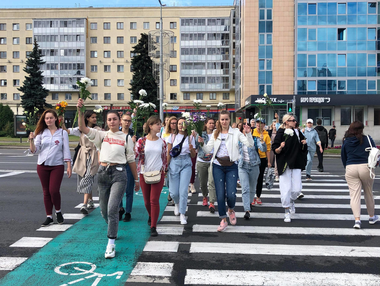 Жительницы Минска направляются на акцию солидарности в четверг, 13 августа.