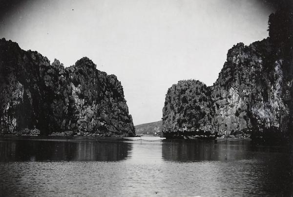 Vịnh Hạ Long, Bắc Kỳ. Ảnh chụp năm 1928.