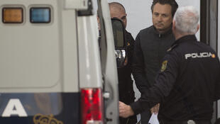 Former PEMEX boss Emilio Lozoya being transferred to a Spanish police van on February 13, 2020