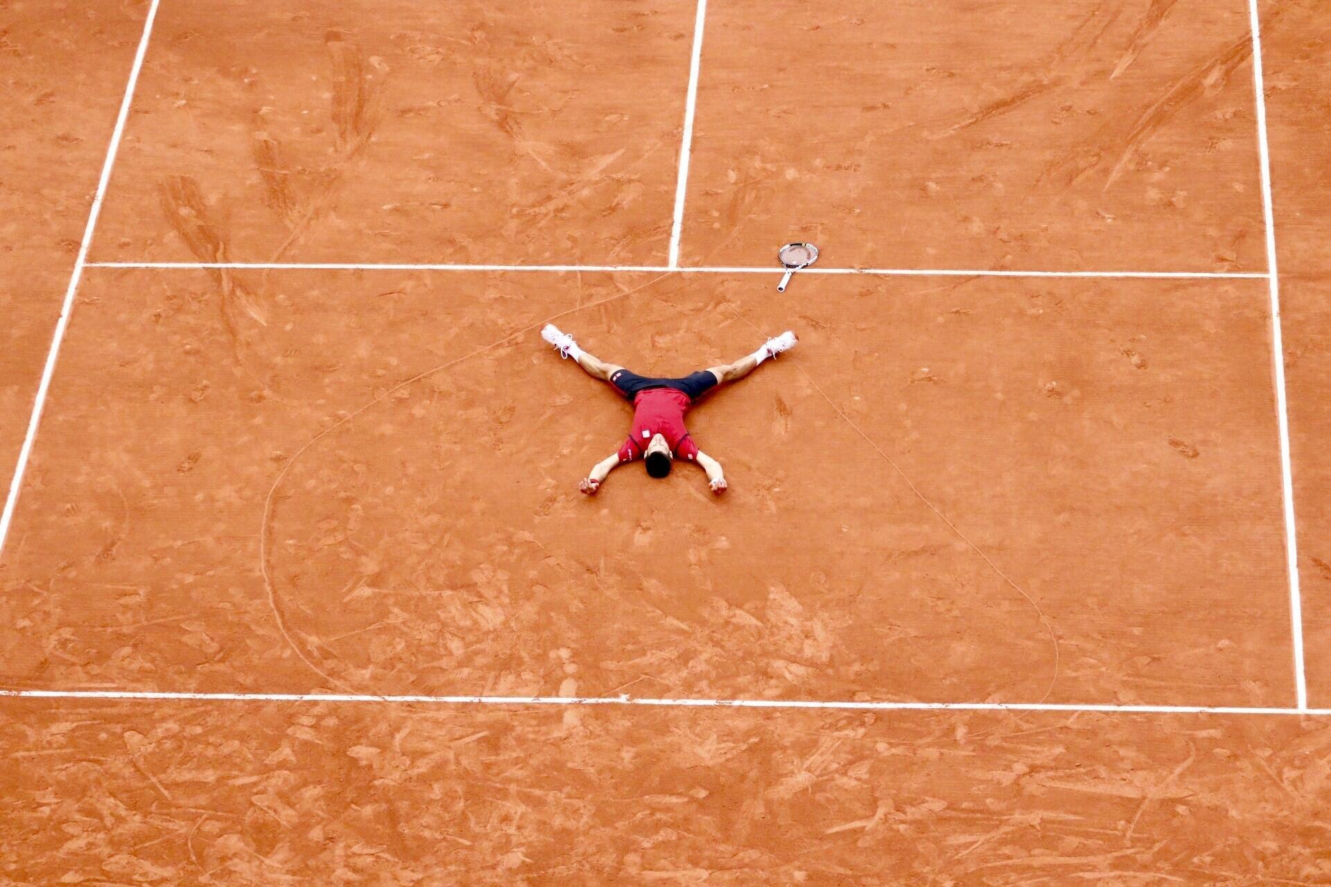 Al ganar, Djokovic dibujó un corazón como lo hizo el brasileño Gustavo Kuerten en 2000.