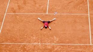 """Novak Djokovic repetiu """"declaração de amor"""" a Roland Garros feita por Gustavo Kuerten, que aplaudiu a iniciativa."""