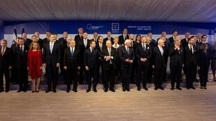 El presidente israelí Reuven Rivlin junto a dirigentes presentes en la conmemoración del Holocausto, el 22 de enero de 2020.