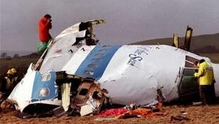 """هواپیمای مسافربری """"بوئینگ ٧٤٧"""" متعلق به شرکت آمریکایی """"پان امریکن"""" که در سال ١٩٨٨ توسط بمب متلاشی شد، در شهر لاکربی در جنوب اسکاتلند فرود آمد."""