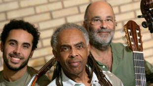 Gilberto Gil em turnê pela Europa com Bem Gil e Jacques Morelenbaum