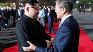 韩国与朝鲜领导人在板门店会晤 2018年4月27日