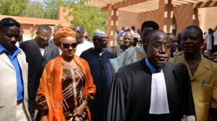 Au Niger, Hadidza, l'épouse d'Hama Amadou, à la sortie du tribunal correctionnel de Niamey, en janvier 2015, après que ce dernier c'était déclaré incompétent pour juger l'affaire dite de «supposition d'enfants».