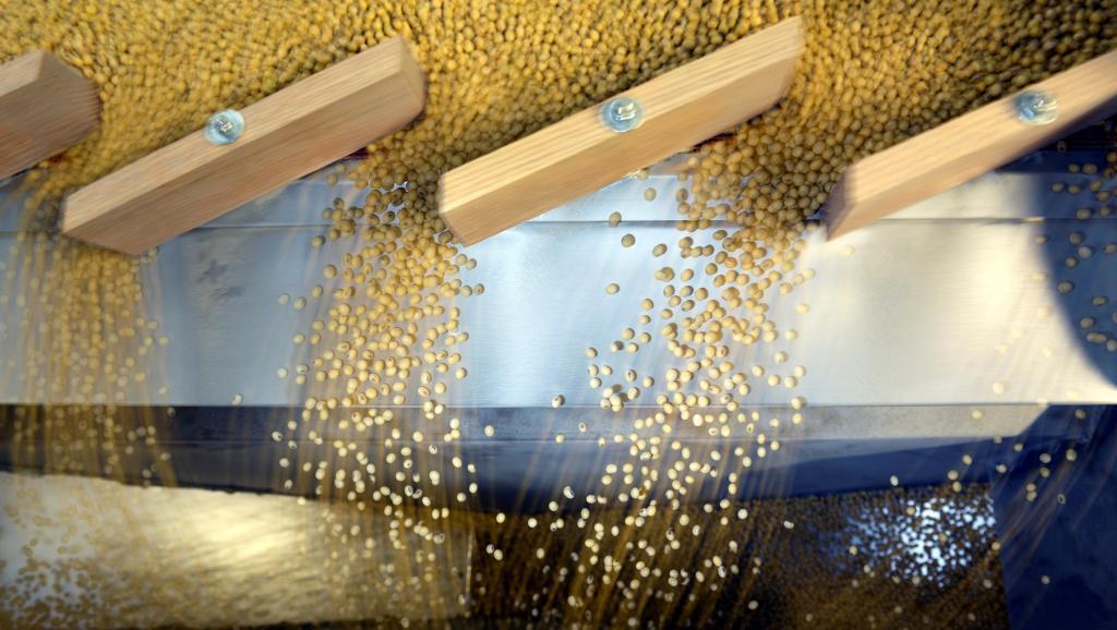 China suspende importação de produtos agrícolas dos Estados Unidos e devaloriza moeda