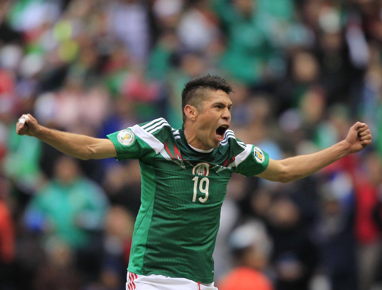 Oribe Peralta comemora terceiro gol no Estádio Azteca, México contra a Nova Zelândia, (5x1).