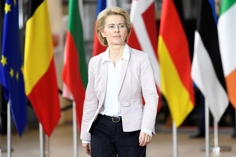 В Евросоюзе резко осудили действия властей Беларуси. «Притеснениям и жестоким репрессиям в отношении мирных демонстрантов нет места в Европе», — заявила глава высшего органа исполнительной власти ЕС Урсула фон дер Ляйен