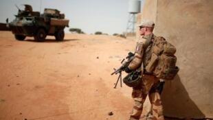 Soldado francês na operação operação Barkhane no Mali