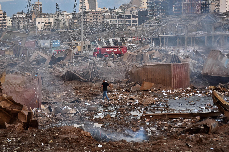 Bairros inteiros foram devastados em torno do porto de Beirute, palco de duas explosões na terça-feira (4).