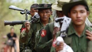Солдаты бирманской армии 28 марта 2011