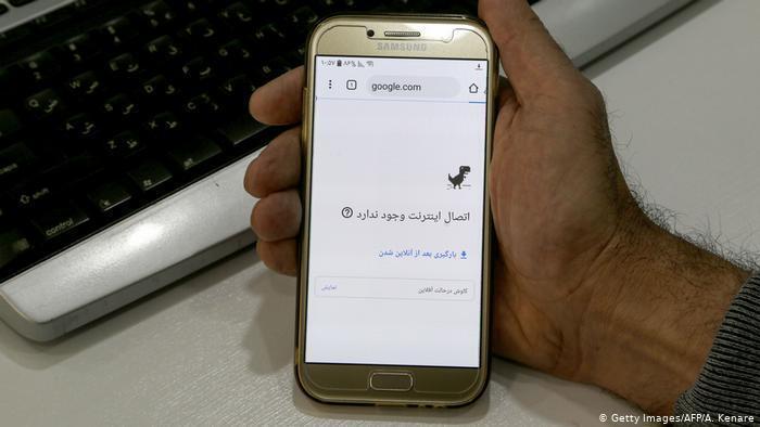 یک روز پس از وصل شدن اینترنت خانگی در بسیاری از مناطق ایران، اینترنت تلفنهای همراه همچنان قطع است.