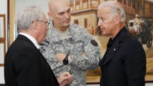 جو بایدن،  ژنرال ری اودیرنو و سفیر امریکا در عراق