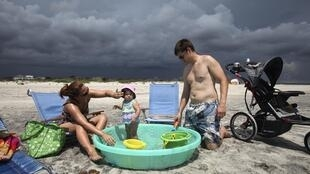 Holidaymakers in North Carolina have been instructed to leave the area as Hurricane Irene approaches
