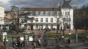 La mairie de Villeneuve-Saint-Georges (94).