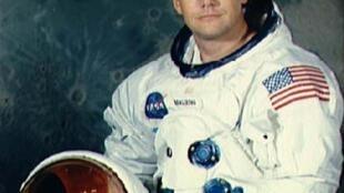 អវកាសយានិកអាមេរិក Neil Armstrong