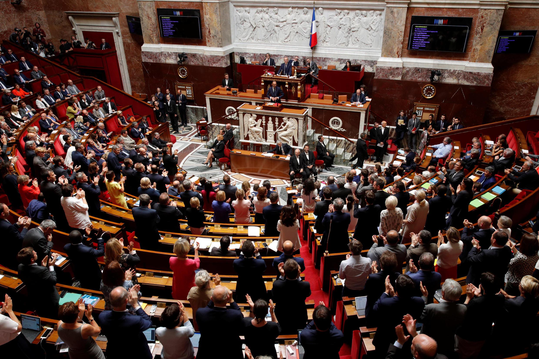 """مجلس ملی فرانسه، روز چهارشنبه ١٠ مرداد/ اول اوت ٢٠۱٨، قانون """"پناهندگی و مهاجرت"""" را با رأی مثبت اکثریت پارلمانی تصویب کرد."""