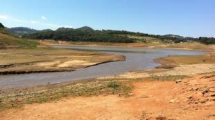 O secretário estadual de Saneamento e Recursos Hídricos, Mauro Arce, disse que caso chova dentro da média histórica nos reservatórios a partir de novembro, o Sistema Cantareira pode se recuperar.