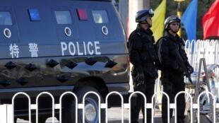 An ninh được tăng cường tại Bắc Kinh trước ngày khai mại Hội nghị BCH TW đảng Cộng sản Trung Quốc, Bắc Kinh, 14/10/2010.