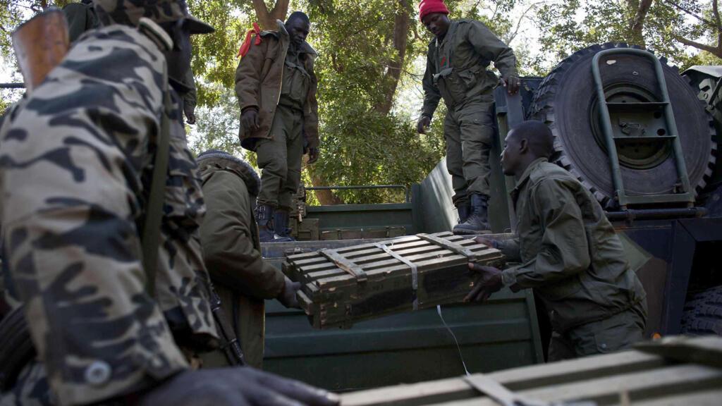 Mali: au moins trois militaires tués par des jihadistes dans le Centre