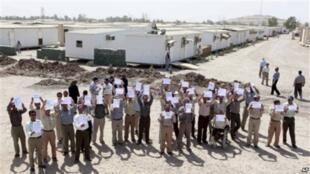 اعضای سازمان مجاهدین خلق، در اردوگاه آزادی در عراق