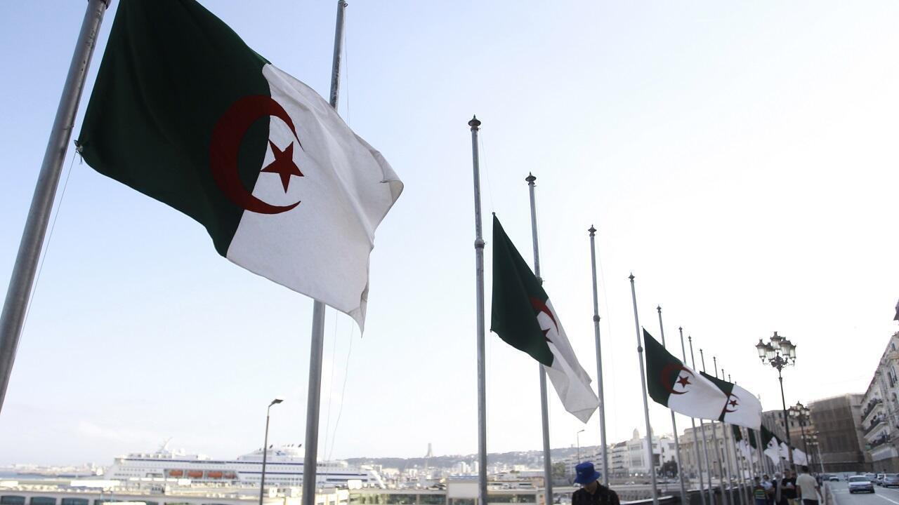 PHOTO Algérie - Drapeaux en berne - 18 septembre 2021