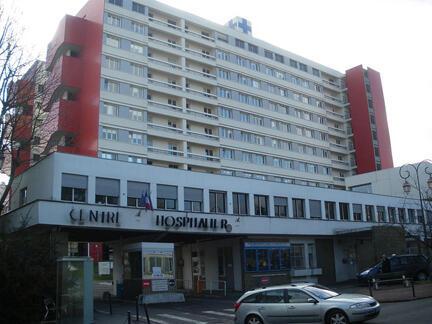 «Emmanuel Macron va dévoiler son plan pour transformer le système français de santé». Sur la photo, l'hôpital de Longjumeau, Essonne, France (Image d'illustration).